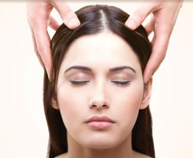 natural masaje nuru sentado en la cara